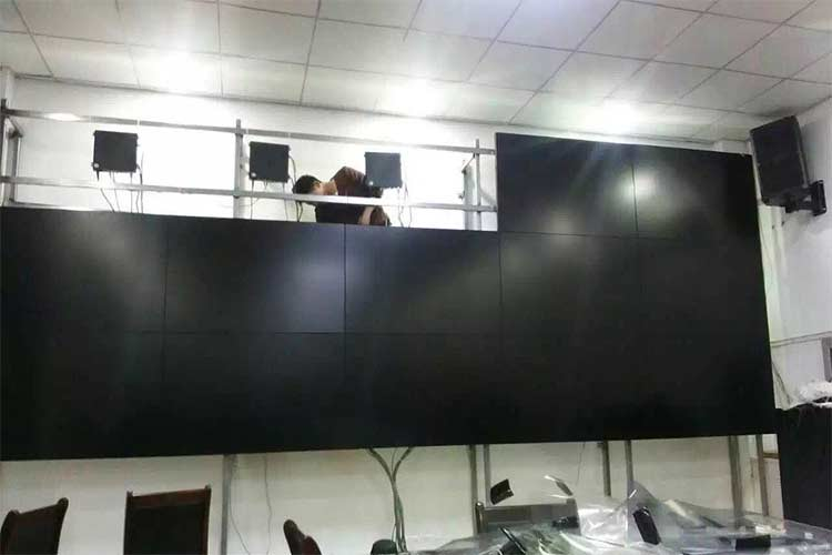 Ambient light requirements for installing video wall screens: